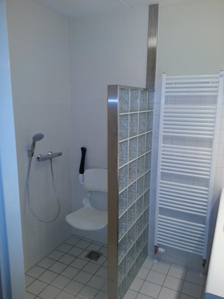 Badkamer Ideeen Karwei  Houten bankje voor badkamer  sfinx badkamer sphinx badkamermeubels